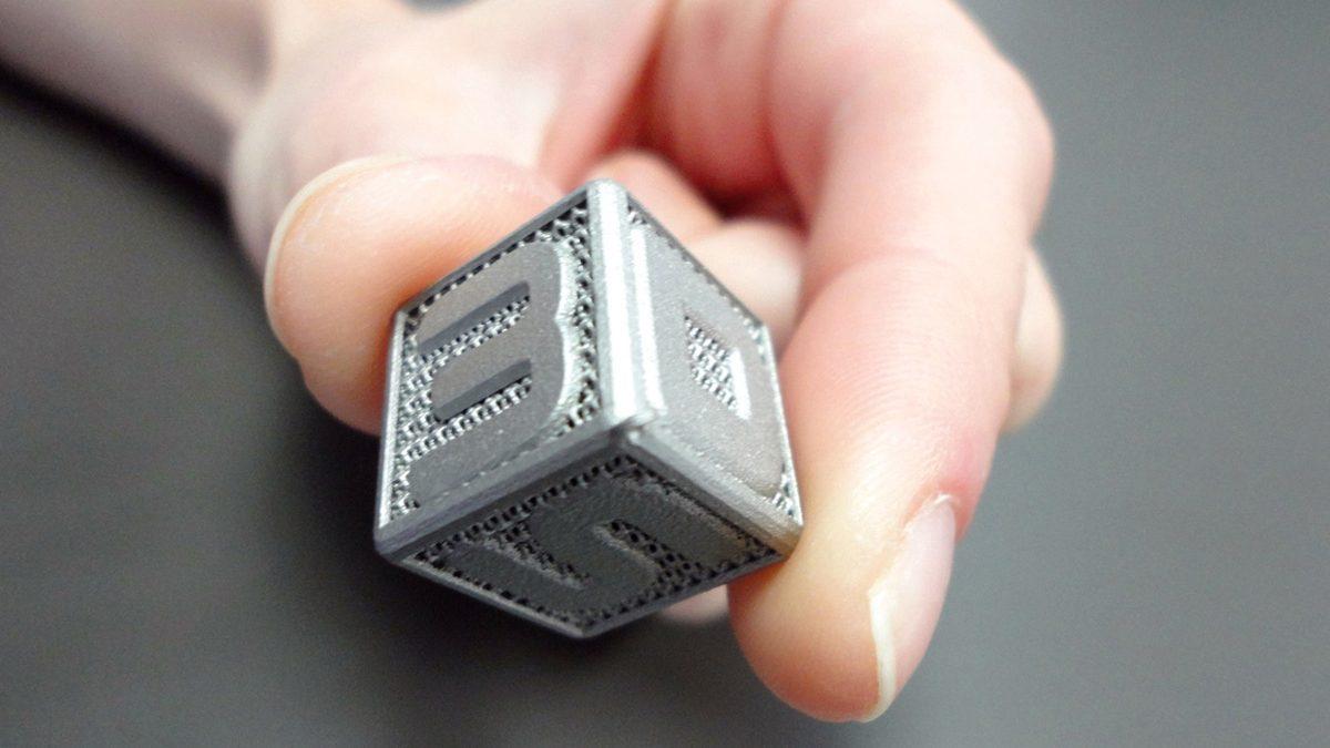 Prototipo cubo in metallo realizzato con la stampante 3D Systems ProX 100